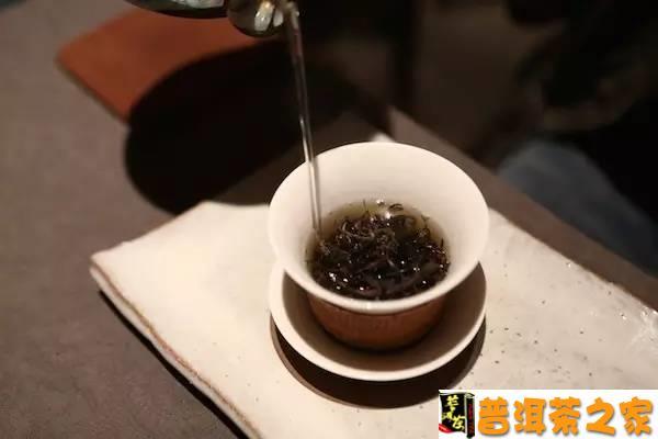 普洱茶图片 为什么一到夏天家里的普洱茶就不好喝了?
